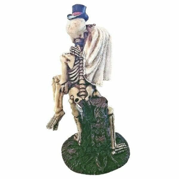 Kissing Skeletons Figurine back view